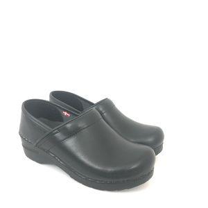 Sanita Sz 39 US 8 8.5 Black Cabrio Leather Clogs